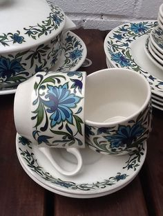 Beautiful Mid Winter (Spanish garden) dinner set, in production between 1968-1982, very retro and fashionable at the moment. The set is in very