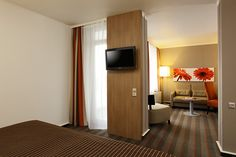 Blick in eines der Hotelzimmer / View into one of the hotel rooms | RAMADA Hotel Frankfurt Messe
