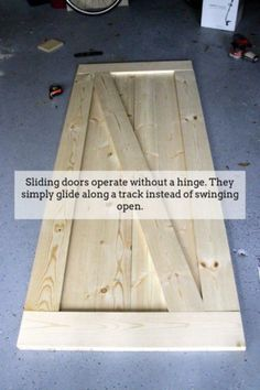 Easiest & Cheapest Way to Build a Rustic Barn Door - FREE PDF Plans How to Build a Rustic Barn Door - Charleston Craftedluxus-interieur-design-und-moderne-gestaltung-flur-mit-holzboden,-wandfarbe-grau-und-holztüren