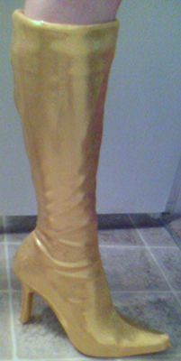 It's almost Halloween, so you know what that means...costumes!  Here's an excellent tutorial for making spandex boot covers.  You go, Wonder Woman.