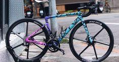 A imagem pode conter: bicicleta e atividades ao ar livre Cycling, Bike Stuff, Biking, Painting, Graphics, House, Beautiful, Ideas, Design