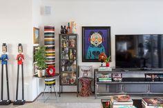 Decoração, decoração de apartamento, apartamento, apartamento grande, luz natural, sala, sala de estar, detalhes da decoração, adornos, quadro, obra de arte.