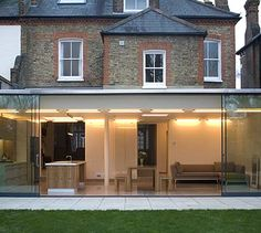 Perfect extensions A top-notch single-storey extension will cost Extension Designs, Glass Extension, Roof Extension, Extension Ideas, Extension Google, Orangerie Extension, Single Storey Extension, Casa Patio, Up House