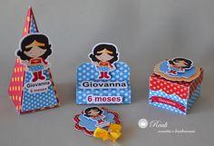 Kit personalizado 3D da Mulher Maravilha contendo:    - 10 cones quadrados (10 cm x 4 cm x 4 cm )  - 10 porta bis duplos (5 ,5 x 5,5 cm)  - 10 caixinhas individuais para brigadeiro/ guloseimas (4 x 4 cm)  - 10 toppers para cupcake/docinhos (5 x 5 cm)    Material: papel fotográfico glossy 240 g  I...