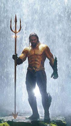 Arthur Curry (Jason Momoa) Green/Gold suit… Aquaman Costume by Kym Barrett. Aquaman Film, Aquaman 2018, Batman Begins, Dc Movies, Comic Movies, Justice League, Statue Base, Avengers, Jason Momoa Aquaman