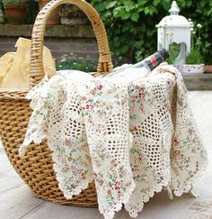 Picnic picnic for picnic Picnic Time, Summer Picnic, Bountiful Baskets, Backyard Picnic, Shabby Chic Garden, Romantic Picnics, Company Picnic, Picnic In The Park, Linens And Lace