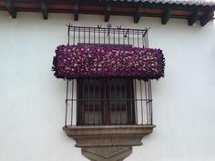 Ventana en cuaresma en Antigua Guatemala by RobertoUrrea,