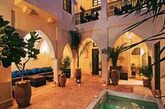 Riad Cinnamon Marrakech Riad Cinnamon is located in Marrakech's Medina, close to the Souk markets and a 10-minute walk from Jemaâ El Fna Square. The riad offers a traditional décor, a rooftop terrace and a patio with a plunge pool.