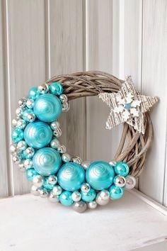 New diy christmas wreath pictures ideas Wreath Crafts, Diy Wreath, Christmas Projects, Christmas Crafts, Christmas Decorations, Christmas Ornaments, Wreath Ideas, Christmas Mantles, Wreath Making