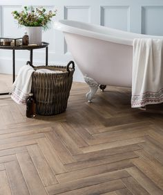 Andira™ Rural Oak Tile