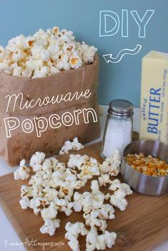 Smell that.fresh, hot popcorn --- DIY Microwave Popcorn (no weird stuff added, like in store bought brands) Raw Food Recipes, Snack Recipes, Cooking Recipes, Healthy Recipes, Homemade Popcorn, Popcorn Snacks, Microwave Popcorn, Butter Popcorn, Dessert For Dinner