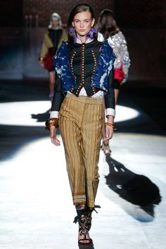 See the complete Dsquared2 Spring 2017 Ready-to-Wear collection.