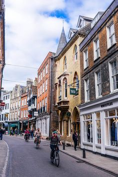 One of the highlights of my recent trip to London was going on a new adventure to a city I hadn't yet visited before: Cambridge. My friend Briony lives there and had told me such wonderful.Read More > Visit Cambridge, Cambridge England, Catherine Cambridge, Places To Travel, Places To Visit, Living In England, Jolie Photo, Travel Aesthetic, London Travel
