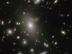 Hubble ve 'Space Invader' Imagen nasa - Comunidad Accolombia
