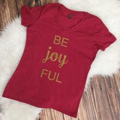 Be Joyful v-neck shirt - Red with Gold
