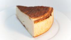 Mi receta de tarta de queso ligera, la textura es seca parecida al Cheesecake americano, acompañado con mermelada de fresa diet es perfecta. 45 gr Maizena 500 gr Queso de Burgos 0% 400 gr Queso de Untar 0% 4 Huevos 4 Claras Medio Sobre Levadura Quimica 15 gr Sacarina en Polvo Esencia de Vainilla Batimos →