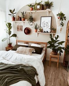 Room Ideas Bedroom, Home Decor Bedroom, Master Bedroom, Small Room Design Bedroom, Bedroom Inspo, Square Bedroom Ideas, Mirror In Bedroom, Bedroom With Couch, Bedroom With Plants