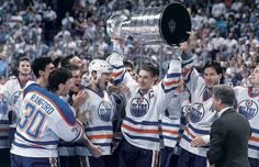 Wayne Gretzky is all smiles as Bill Ranford, Esa Tikkanen, Mark Messier, and Kevin Lowe look on after Edmonton defeated Boston in five games to claim the 1988 Stanley Cup. This year's Kings squad are. Hockey Players, Tennis Players, Hockey Highlights, Hockey Boards, Hockey Logos, Wayne Gretzky, Edmonton Oilers, National Hockey League, Ice Hockey
