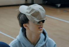 Baby that's how you're supposed to wear hats. oh well you're cute Taeyong, Jaehyun, Park Ji-sung, Andy Park, Ulzzang, Park Jisung Nct, Bare Face, Ji Sung, Meme Faces
