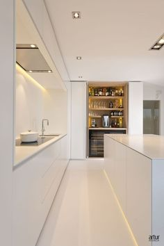 Küchen design Pantry/coffee/wine cupboard Acne: Laser, a good therapy for acne without side effects Kitchen Room Design, Best Kitchen Designs, Modern Kitchen Design, Interior Design Kitchen, Modern Interior Design, Kitchen Walls, Interior Minimalista, Cuisines Design, Home Kitchens