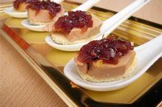 Foie gras sur toast, confit d'oignon rosé de Roscoff