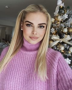 Turtleneck Outfit, Thick Sweaters, Model Face, Natural Women, Knitwear, High Neck Dress, Turtle Neck, Respirator Mask, Womens Fashion