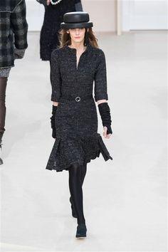 Chanel Défilé Paris Automne-Hiver 2016-2017 Robe grise volants