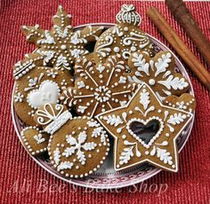 Lovely detailed gingerbread cookies (Ali Bee's Bake Shop).