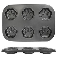 Paw Print Muffin Pan at The Animal Rescue Site . Wouldn't jello paw prints be fun! Homemade Dog Treats, Pet Treats, Crazy Cat Lady, Crazy Cats, Animal Rescue Site, Cat Cafe, Cat Gifts, Gifts For Cats, Neko