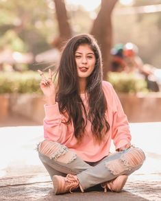 Actress Arishfa Khan Hot, Beautiful and Cute Photos Stylish Photo Pose, Stylish Girls Photos, Stylish Girl Pic, Teen Girl Poses, Cute Girl Poses, Portrait Photography Poses, Photography Poses Women, Best Photo Poses, Girl Photo Poses