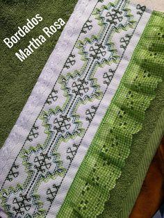 Bargello Needlepoint, Swedish Embroidery, Swedish Weaving, Rugs, Crafts, Swedish Weaving Patterns, Pattern Sewing, Photo Craft, Craft Ideas