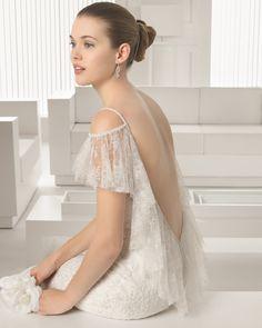 SILVESTRE - Vestido de renda com brilhantes em cor natural. Vestido de renda com adorno de brilhantes em cor natural.