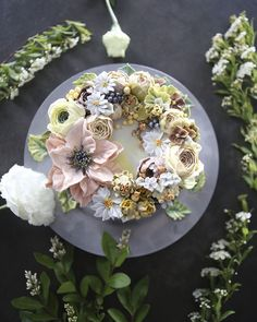 Buttercream Floral Cakes That Look Too Beautiful To Eat - fiora. Gorgeous Cakes, Pretty Cakes, Cute Cakes, Korean Buttercream Flower, Buttercream Flower Cake, Floral Wedding Cakes, Floral Cake, Purple Wedding, Gold Wedding