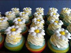Cold Process - Making Daisy Soap Cupcakes (She buys already made daisy flowers. Cupcake Bath Bombs, Cupcake Soap, Fairy Cupcakes, Cupcake Queen, Savon Soap, Body Scrub Recipe, Christmas Soap, Soap Tutorial, Beauty Soap