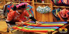 Mosuo es una sociedad matriarcal, las mujeres ostentan una autoridad familiar pero no política. A nivel político, ellas prefieren que sean los hombres quienes ostenten los cargos. Es un modo de mantener el equilibrio. Los dos géneros están, de este modo, plenamente integrados en la sociedad de esta pequeña región cercana al Tíbet.