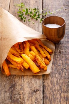 If you like sweet potato fries, then you are going to love these Butternut Squash Fries! They're delicious, of course … Herbs De Provance, Freezing Squash, Butternut Squash Fries, Fries Recipe, Nutrition, Fried Potatoes, Healthy Treats, Tasty Dishes, Butternut Squash
