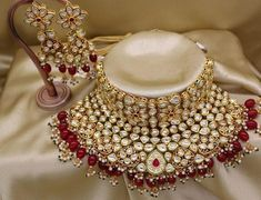 Stylish American Diamond Necklace Set with Matching Earrings – FashionVibes Indian Bridal Jewelry Sets, Wedding Jewelry Sets, Bridal Accessories, Wedding Set, Party Wedding, Kundan Jewellery Set, Kundan Set, Bridal Jewellery, Jewellery Designs