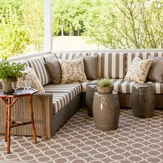 The seat cushions, pillows and rugs are all in neutral tones – cream, taupe and mushroom.