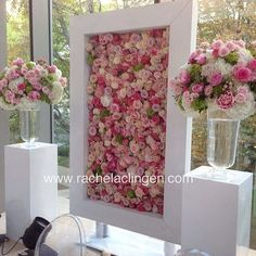 This framed floral background is a beautiful way to capture photo memories of your wedding guests!