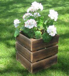Recycled barn wood flower box- made in Michigan Wooden Pallet Furniture, Wood Crates, Wood Pallets, Pallets Garden, Pallet Wood, Pallet Planter Box, Planter Boxes, Pallet Fence, Wood Flower Box