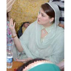maryam nawaz sharif maryam sharif photos wallpapers pics images in saree photo gallery Nawaz Sharif, Pakistani Formal Dresses, Pakistani Couture, Collar Designs, Jacqueline Fernandez, Pakistani Actress, College Outfits, Indian Wear, Designer Dresses