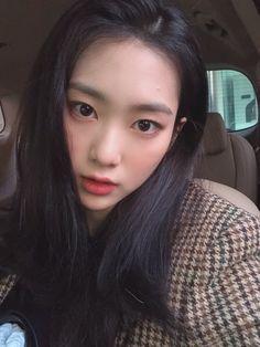 Oh My Girl Jiho, Pin Pics, Asian Babies, Fandom, Ulzzang Girl, Japanese Girl, K Idols, Korean Girl Groups, Pretty Woman