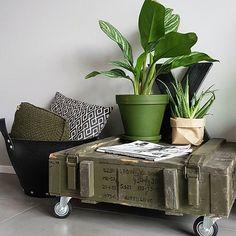 ➡ P L A N T S 🌿  Intratuin heeft deze leuke plantenzakken te koop....meteen maar een paar ingeslagen 🌿😉👊.  Net lekker gesport 🏋dus douchen en chillen maar! ✌  Fijne avond! ♥♥  #legerkist #armygreen #stoerwonen #interiordesign #interior4all #homeinspo #green #black #instaliving #instahome #interior2you #nieuwbouw #homedecor #flairnl #interiorwarrior  #vtwonenbijmijthuis #interiorwarrior #planten #showhometop5 #myhome #myhome2inspire #interiør #interiorliving #plantlover #ilovemyinterior…