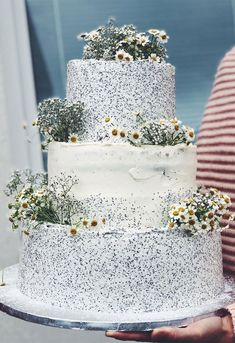 The Prettiest & Unique Wedding Cakes We've Ever Seen - Need some inspiration for your cake design? Which style of cake should you choose? Elegant Birthday Cakes, Pretty Wedding Cakes, Black Wedding Cakes, Floral Wedding Cakes, Elegant Wedding Cakes, Elegant Cakes, Wedding Cake Designs, Rustic Wedding, Wedding Themes