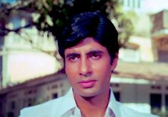 Wonder If This Is AMITABH BACHCHAN In Abhiman Or Zanjeer?!!