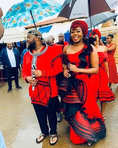 SOUTH AFRICA XHOSA&ZULU Wedding dresses are also different from one place to one other place. The setting and culture matter the wedding South African Fashion, African Fashion Designers, Latest African Fashion Dresses, Africa Fashion, Zulu Traditional Wedding Dresses, South African Traditional Dresses, Traditional Fashion, Traditional Outfits, Wedding Dresses South Africa