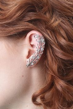 Start up a new trend with the Time Blitz Ear Cuff. This ear cuff features a swirl type top with rhinestone detail, finished with top cuff and stud back bottom.