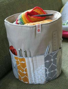I actually have no use for round utensil silos, be .- Für runde Utensilos habe ich eigentlich keine Verwendung, bevorzuge eckige scha… I don& really use it for round utensils, I prefer square boxes and the like - Sewing Hacks, Sewing Tutorials, Sewing Patterns, Knitting Patterns, Knitting Yarn, Crochet Patterns, Sewing Tips, Crochet Ideas, Sewing Projects For Beginners