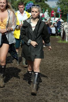 Pin for Later: Seht die Festival-Outfits der Stars in Glastonbury Lottie Moss