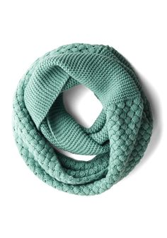 MODCLOTH: Chill Out on the Town Scarf in Teal. A dip in the temperature isnt going to hold you back from your on-the-go afternoons and out-and-about evenings, especially when you have this teal circle scarf to keep you warm! Crochet Scarves, Knit Crochet, Knit Cowl, Scarf Knit, Loop Scarf, Circle Scarf, Knitting Accessories, Fall Accessories, Vintage Scarf
